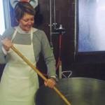 Fare il formaggio tra le mucche felici della fattoria Zipo
